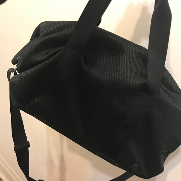 dd1c034930a1 lululemon athletica Handbags - LULULEMON FAST TRACK DUFFLE